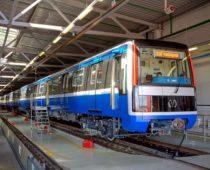 Vagon_metro_722-723-724_2015